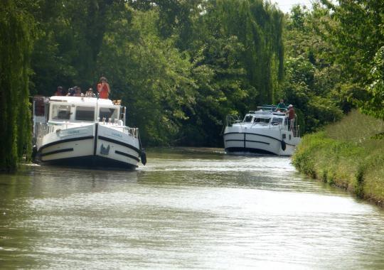 1-brenta-houseboat-4-1496843879
