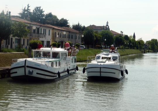 1-brenta-houseboat-6-1496843983