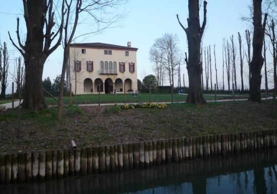 1-venezia-houseboat-2012-182-1496840720
